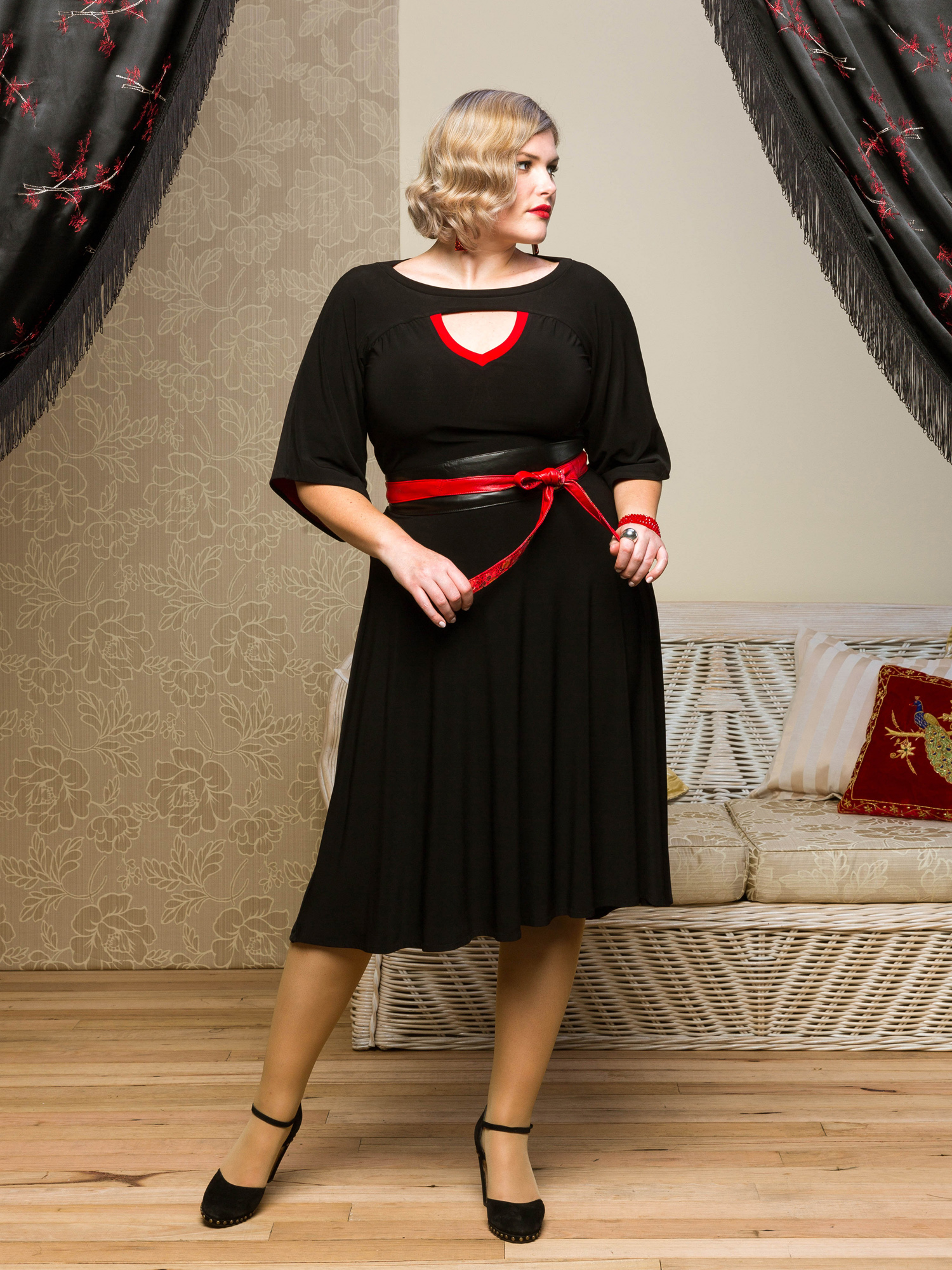 Shanghai Slipover Dress.blk.red