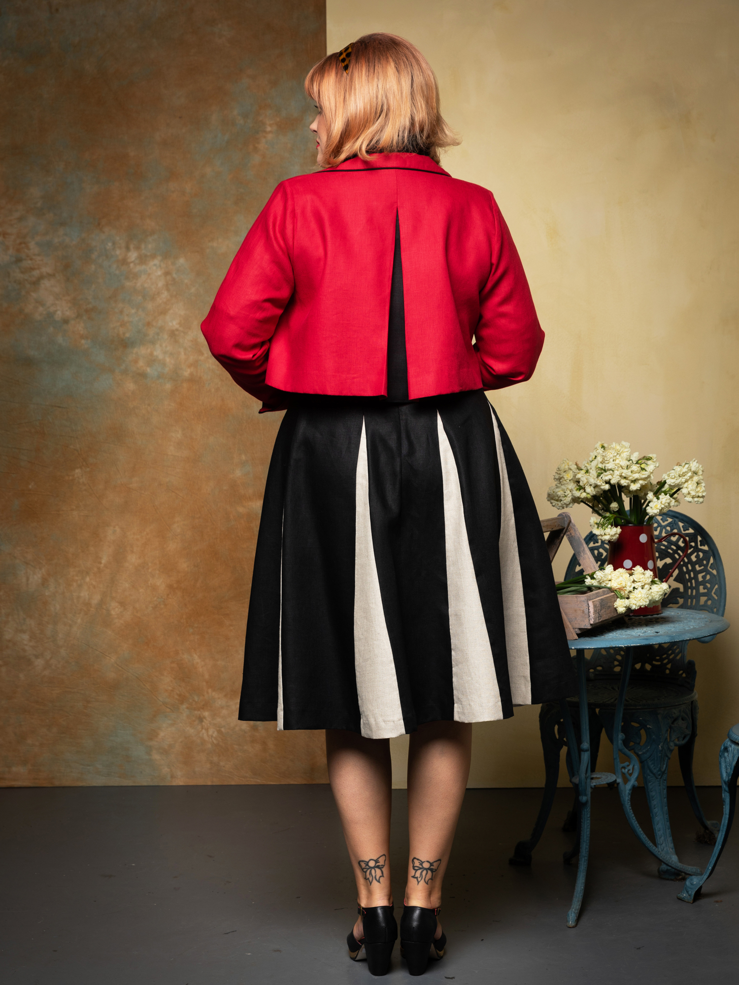 Sorrento Jkt.red. & Roman Holiday Skirt.blk.naturale. web. bk